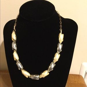 Jewelry - Silver mother of pearl necklace